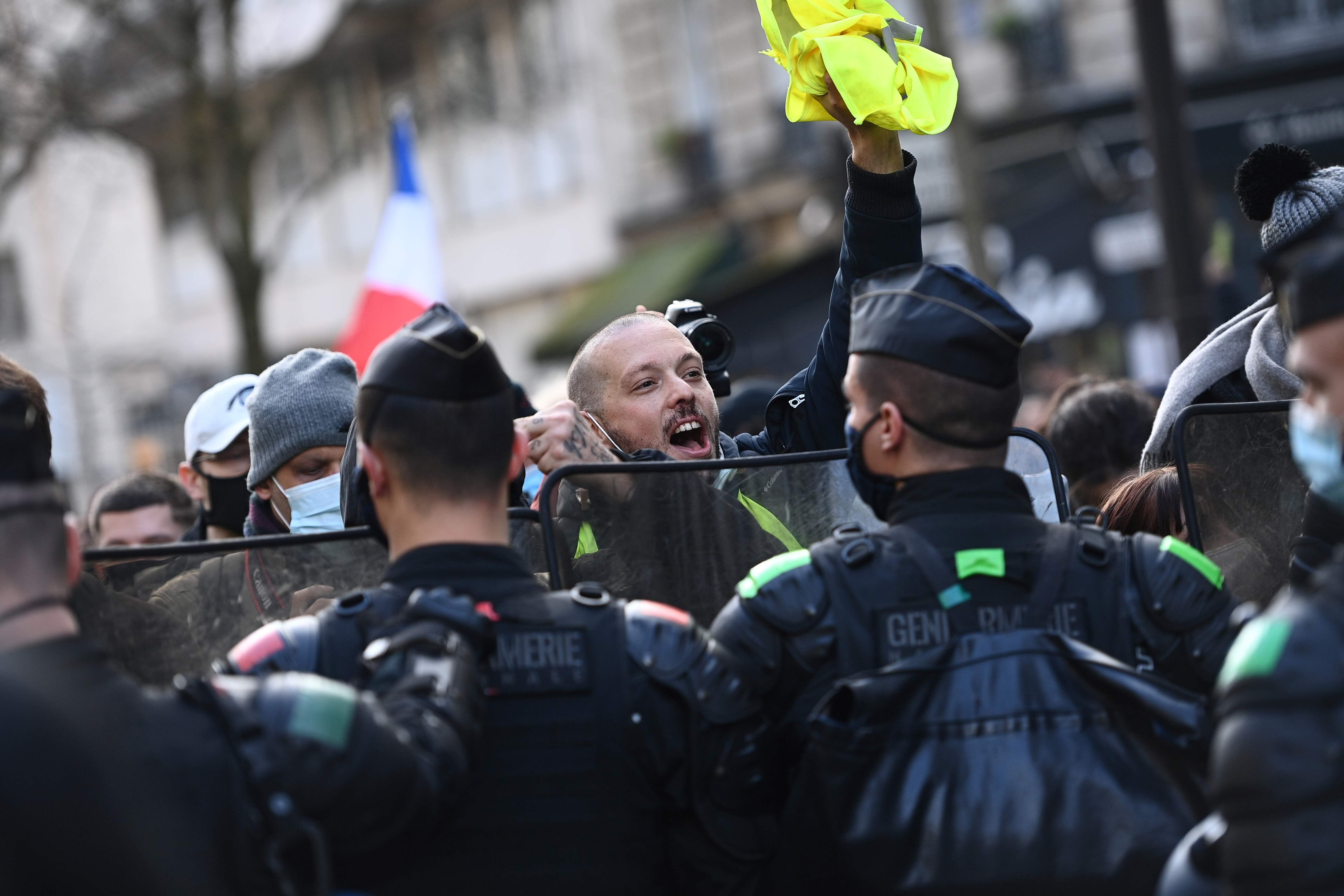 Protesta contra la ley de seguridad de Macron, en París.