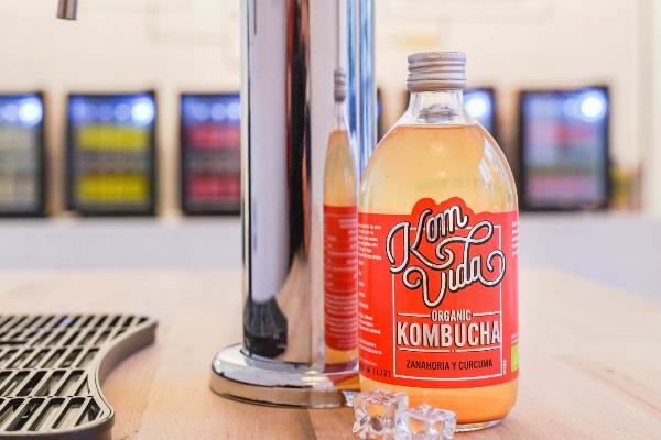 En el espacio se pueden rellenar las botellas de kombucha.