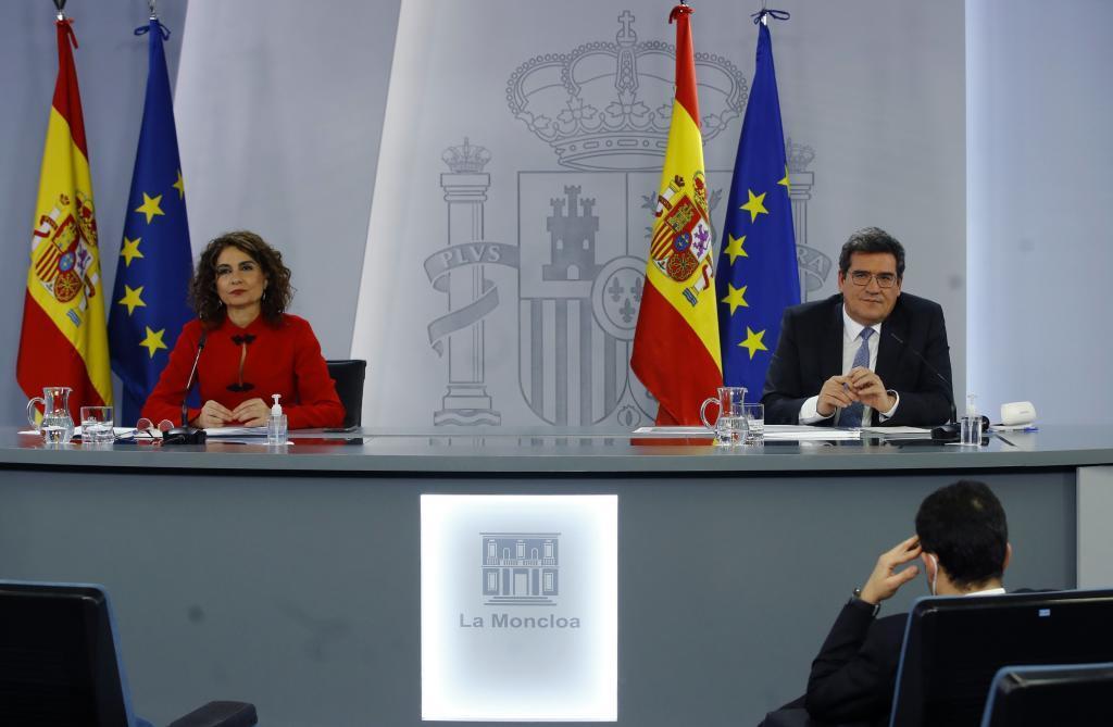 María Jesús Montero y José Luis Escrivá, en rueda de prensa tras reunión del Consejo de ministros.