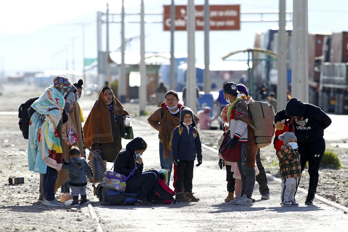 Migrantes venezolanos, tras cruzar la frontera entre Bolivia y Chile.