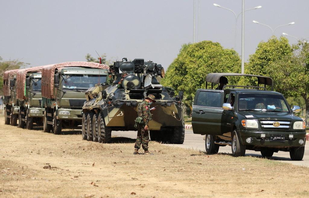 نگهبان نظامی در بزرگراه نایپید