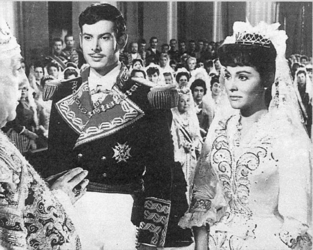 Vicente Parra y Paquita Rico, en una escena de '¿Dónde vas Alfonso XII?'.