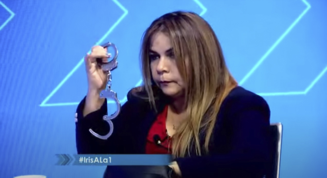Iris Varela muestra sus esposas y amenaza a Juan Guaidó.