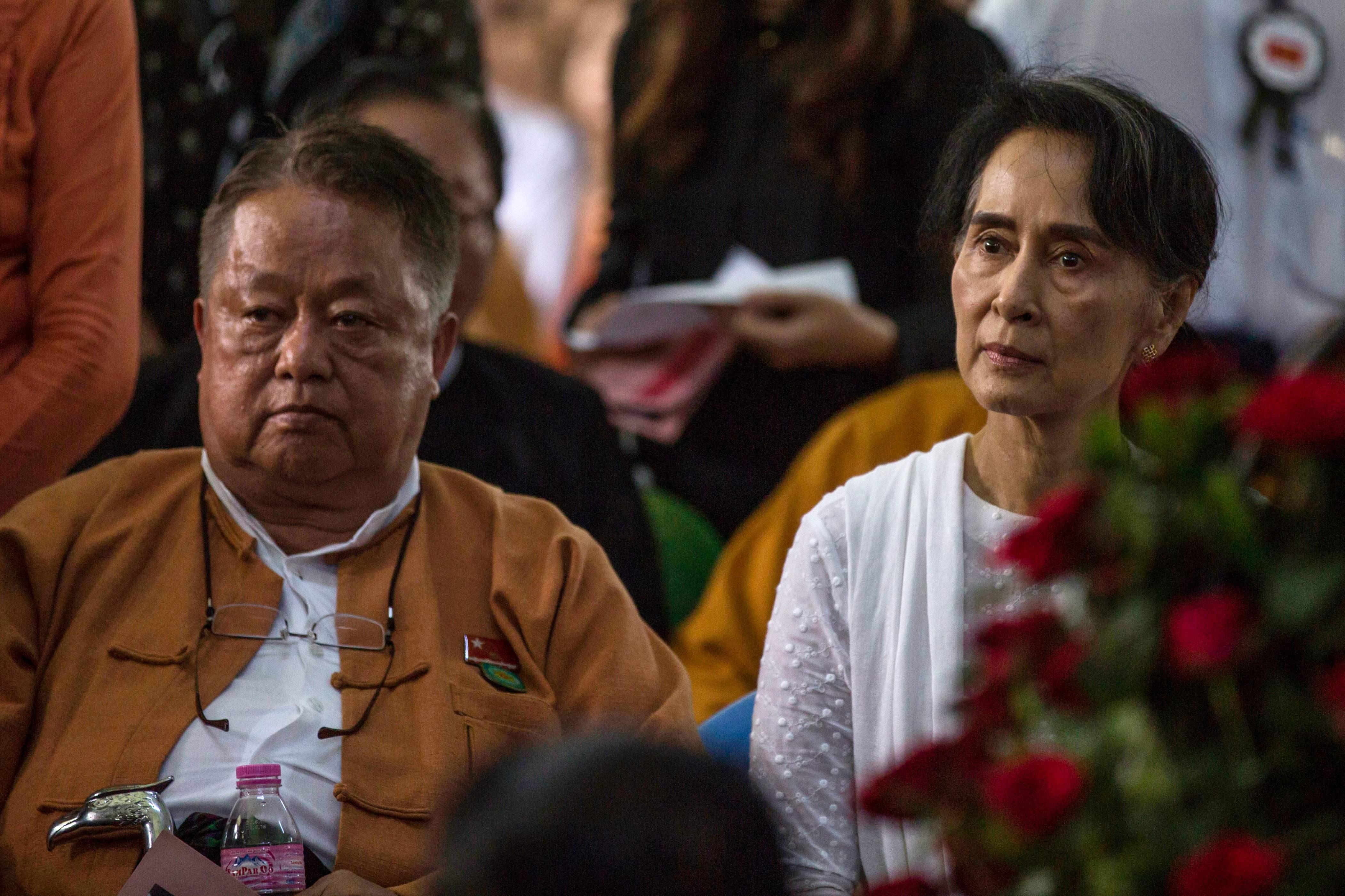 در یک عکس 2017 Htein و Aung San Suu Kyi را برنده شوید.