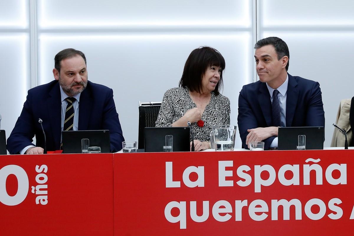 La presidenta del PSOE, Cristina Narbona, y el secretario general y presidente del Gobierno, Pedro Sánchez en una reunión de la Ejecutiva.