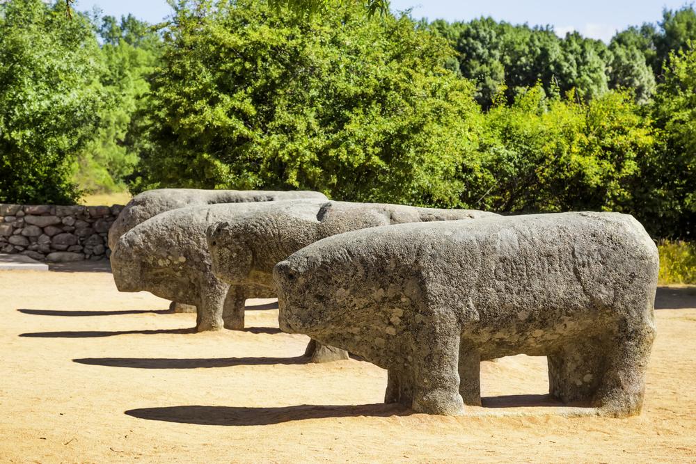 Toros de Guisando, cerca de El Tiemblo.