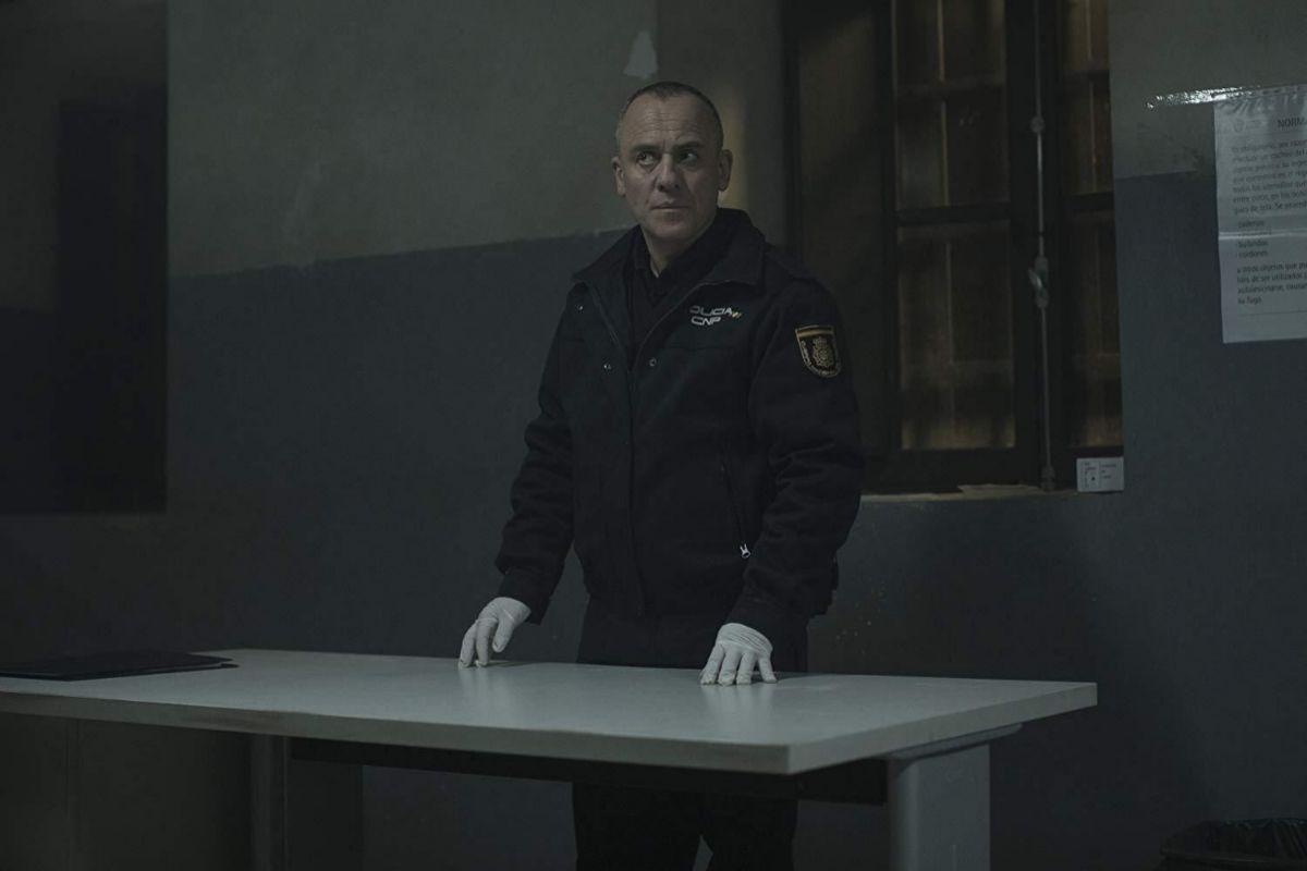 Javier Gutiérrez da vida a un policía llamado Martín.