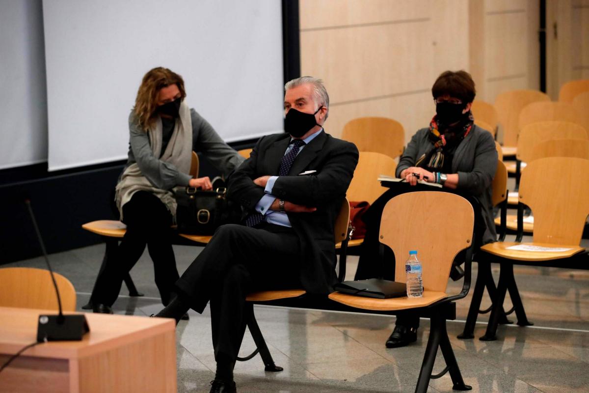 El abogado del PP se reunió 12 veces con el intermediario de Luis Bárcenas tras facilitarlo Enrique López