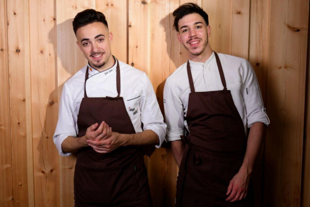 Los jovencísimos chefs de 'Cañitas Maite', Javier Sanz y Juan Sahuquillo.