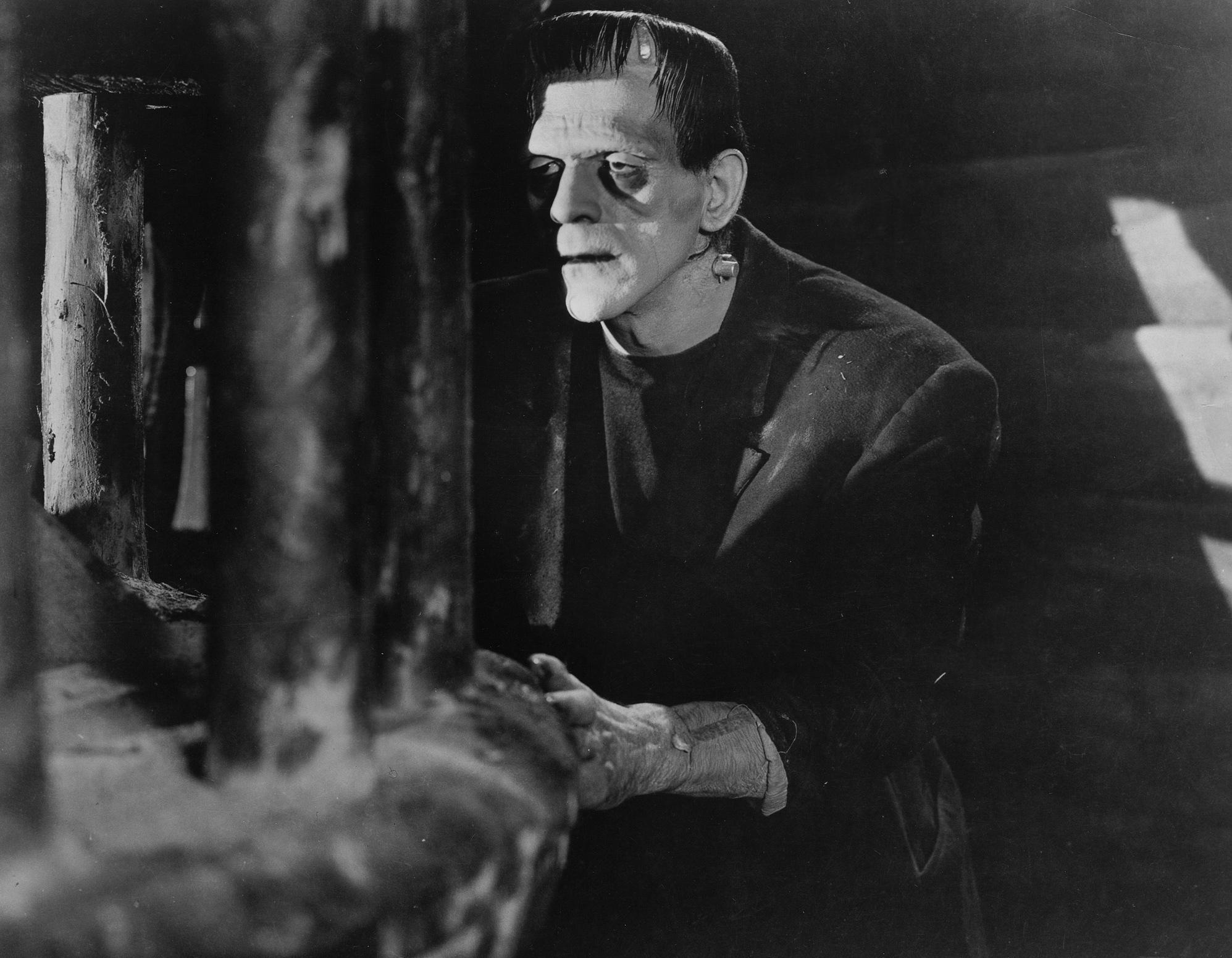 Boris Karloff, en el papel de Frankenstein.