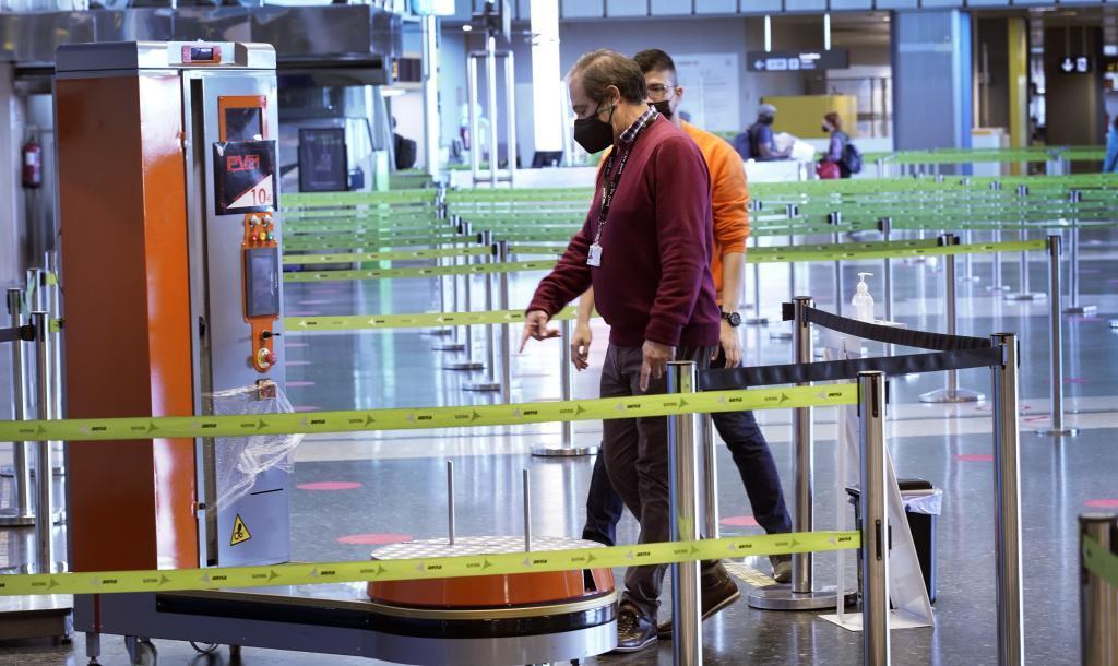 España dejará entrar sin PCR a turistas británicos y de países con baja incidencia