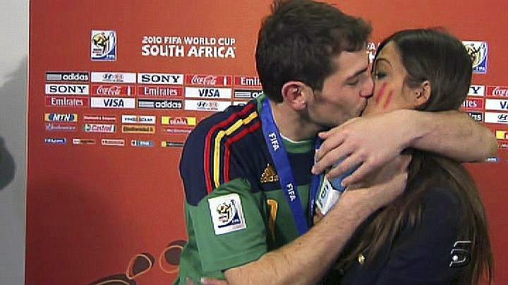 El famoso beso en directo tras ganar el Mundial de Sudáfrica
