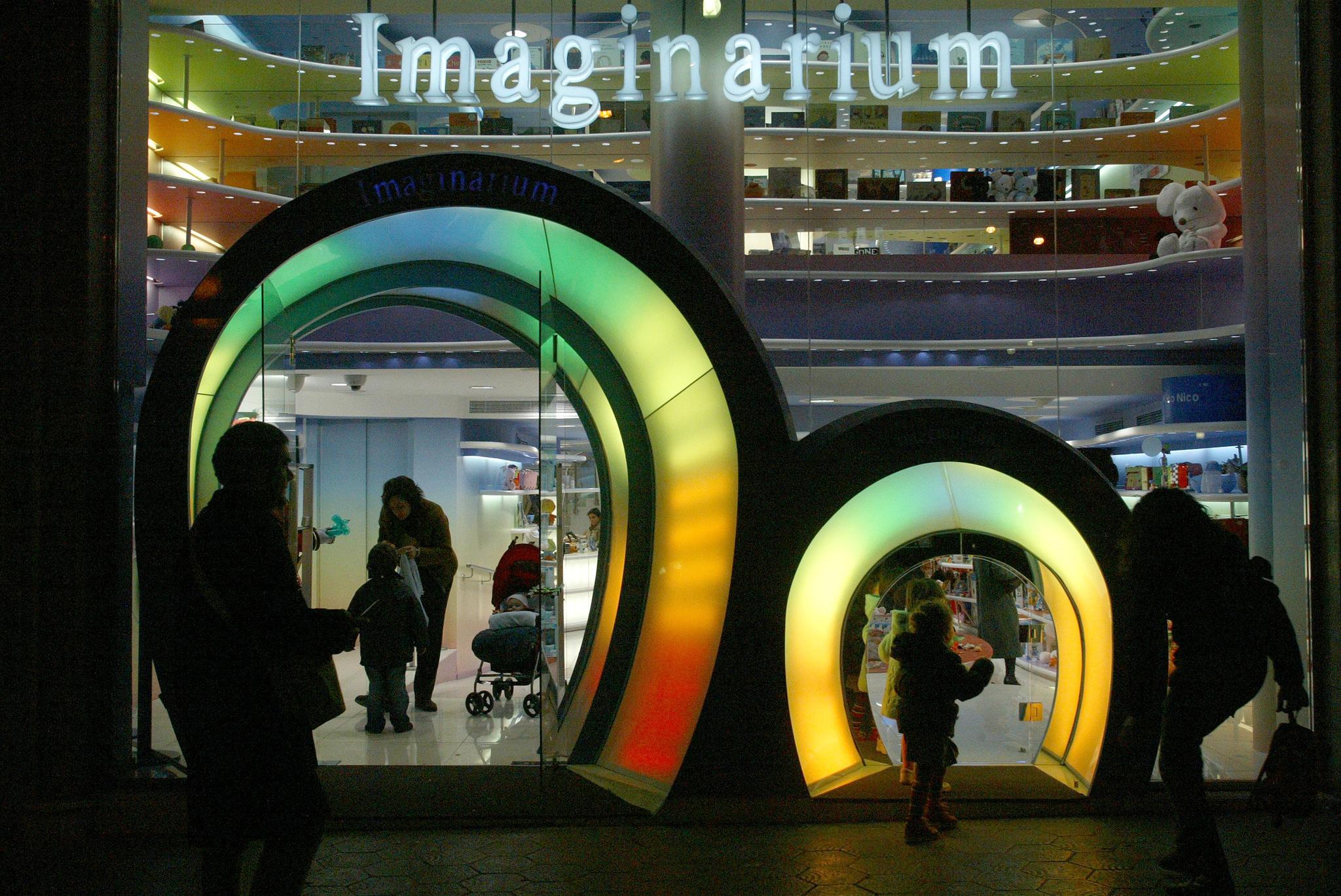 Entrada de una tienda Imaginarium, con sus dos puertas.