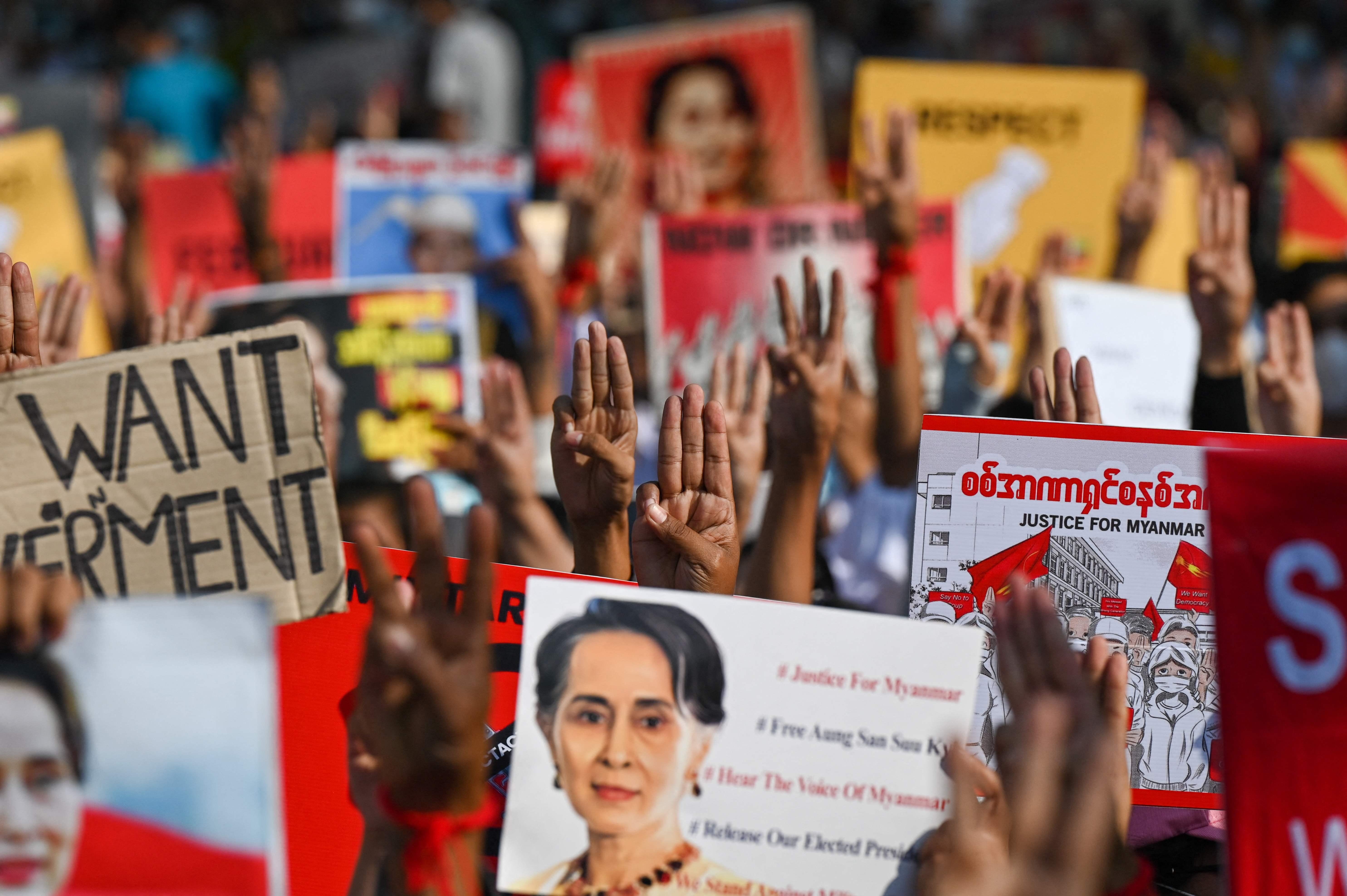 Manifestación a favor de Aung San Suu Kyi, en Rangún.