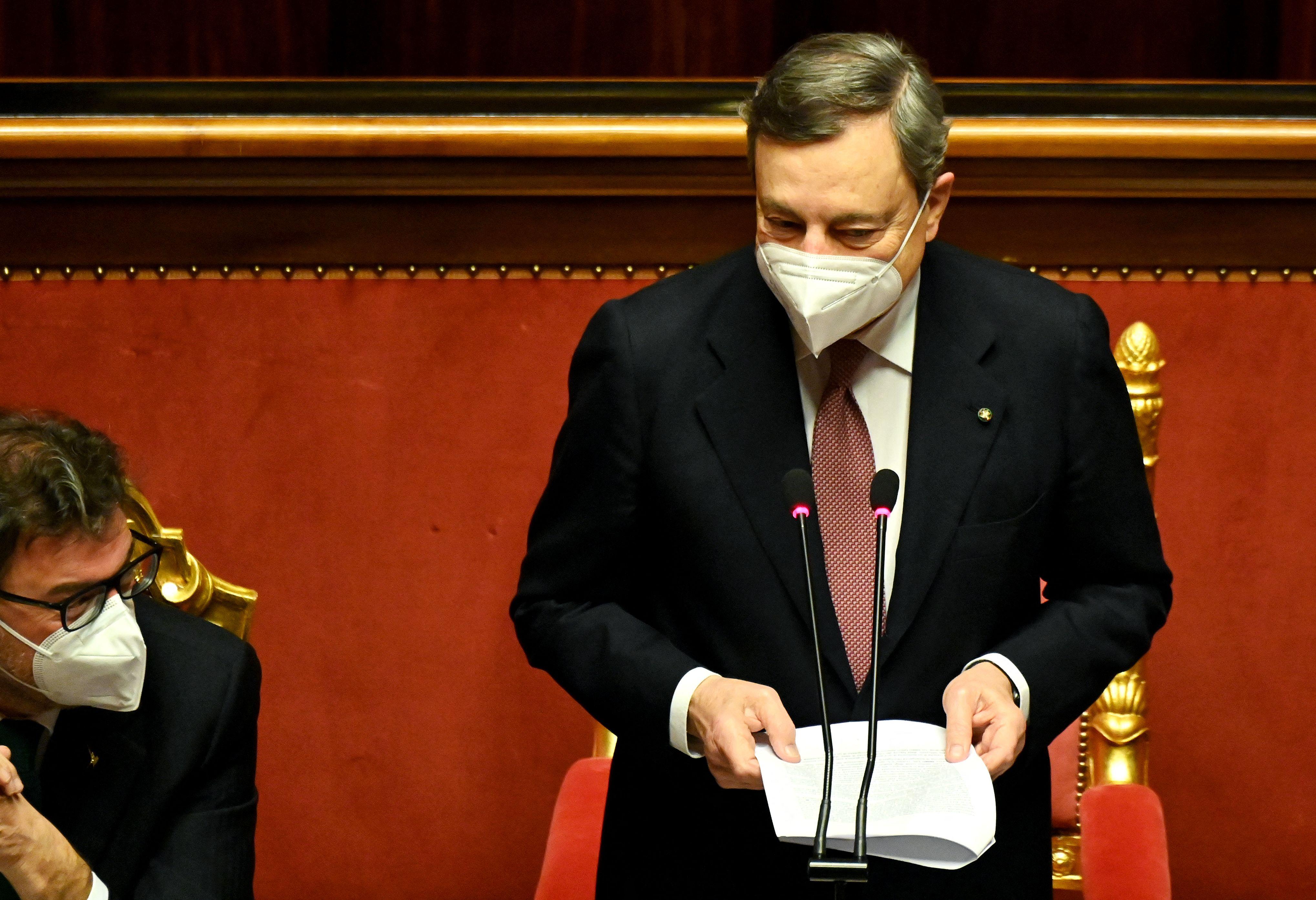 Mario Draghi se dirige al Senado hoy en Roma.