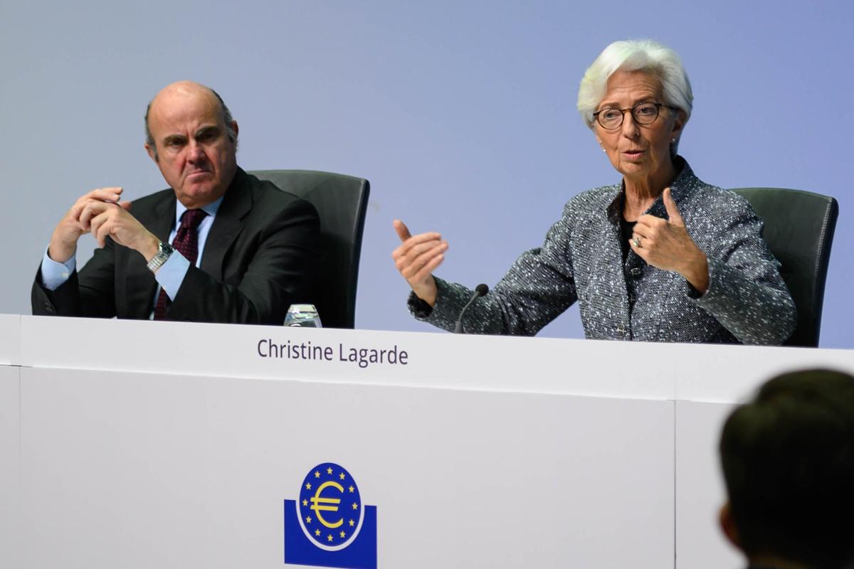 El vicepresidente del BCE, Luis de Guindos, y la presidenta, Christine Lagarde, en la sede del  BCE en Fráncfort.