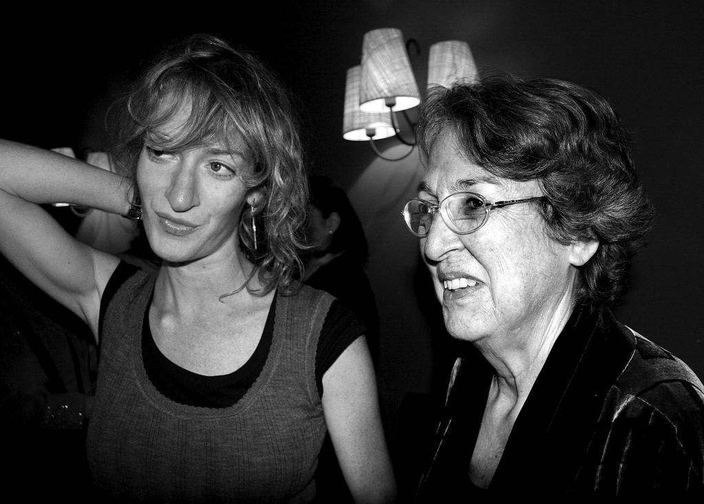 Esther Tusquets junto a su hija Milena