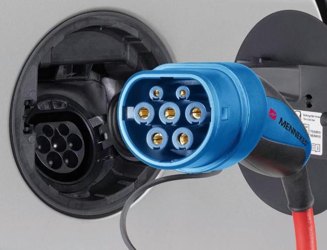 Imagen de un conector Menekkes para coches eléctricos