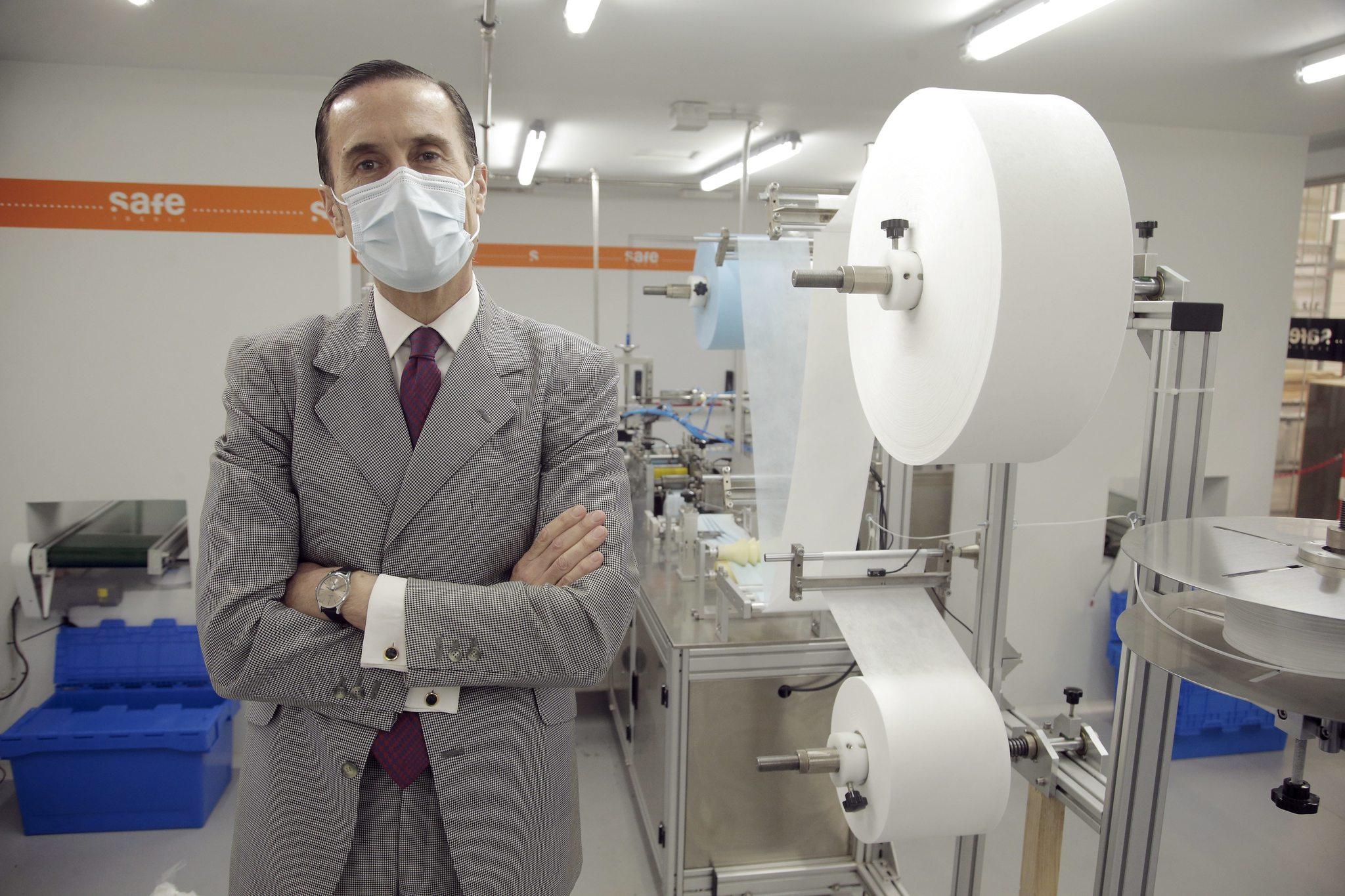 Eduardo Alonso en Safe Iberia, la fábrica que montó en dos meses.