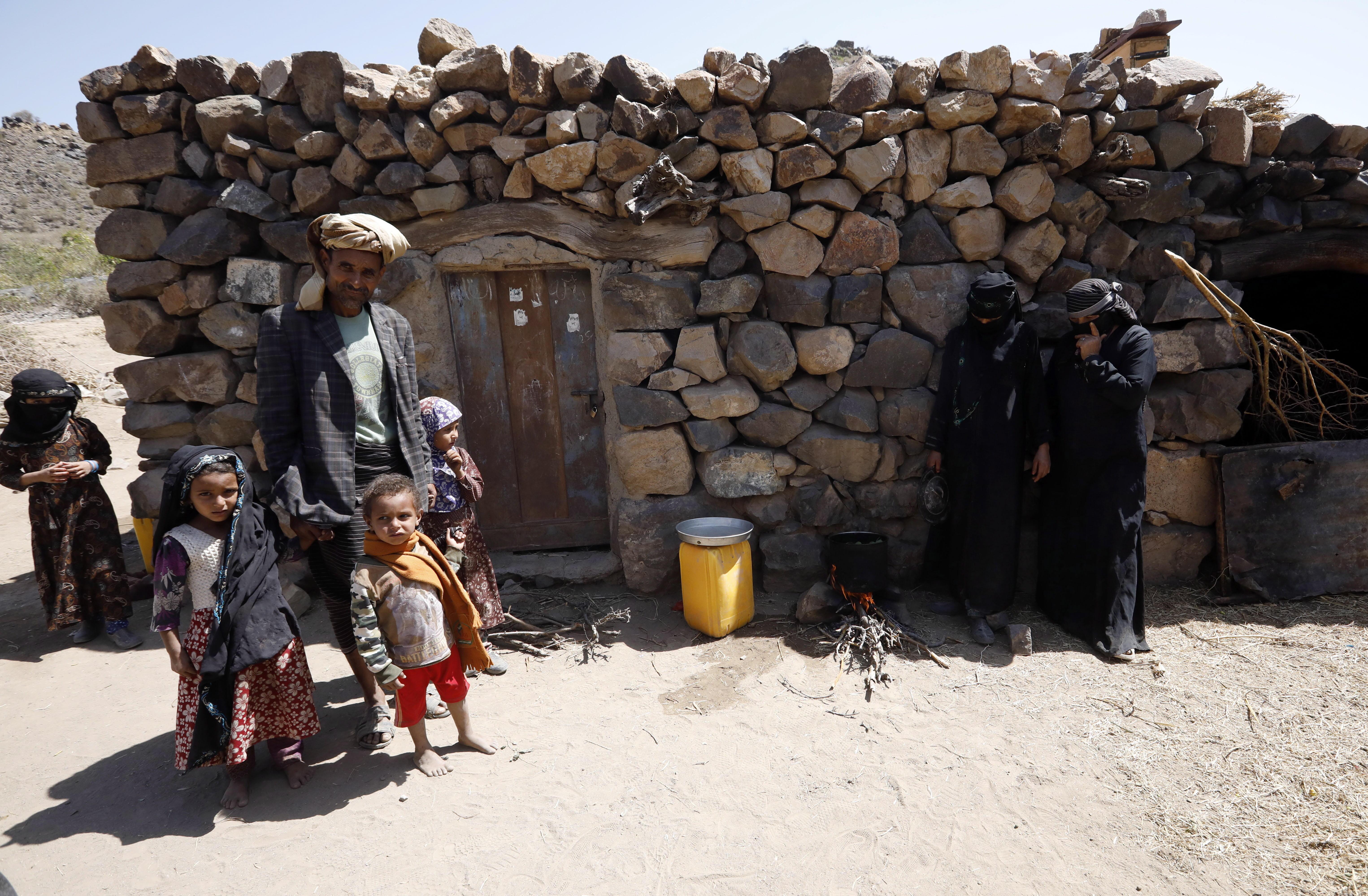 Familia yemení en las montañas de Saná.
