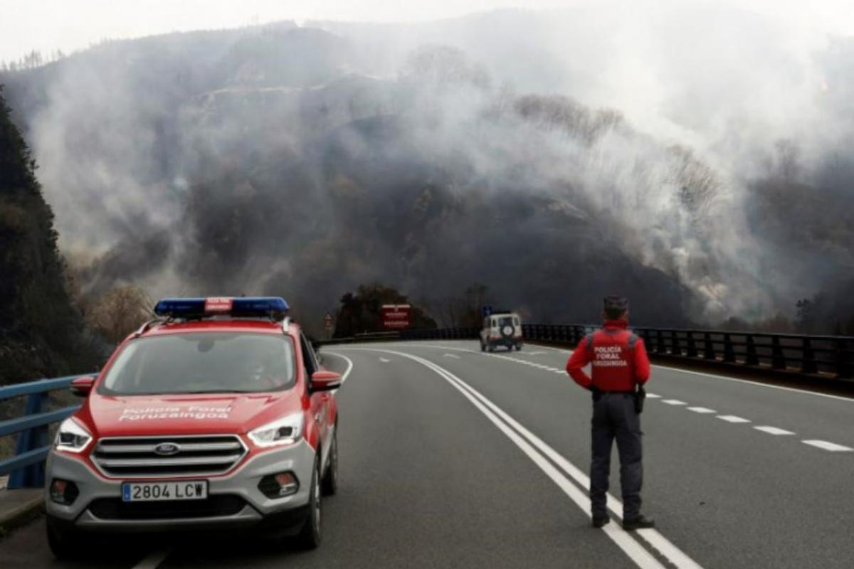 Estabilizado el incendio que afecta desde este sábado a la frontera entre Navarra y Guipúzcoa