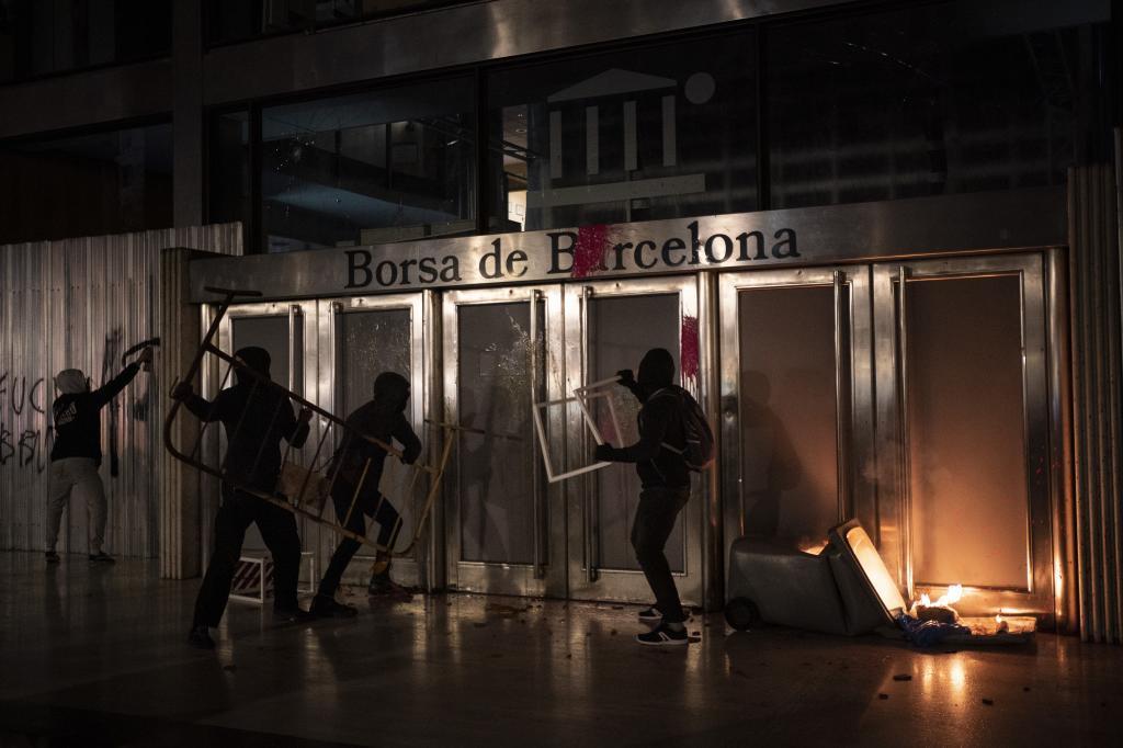 Quinta noche de disturbios en Barcelona.