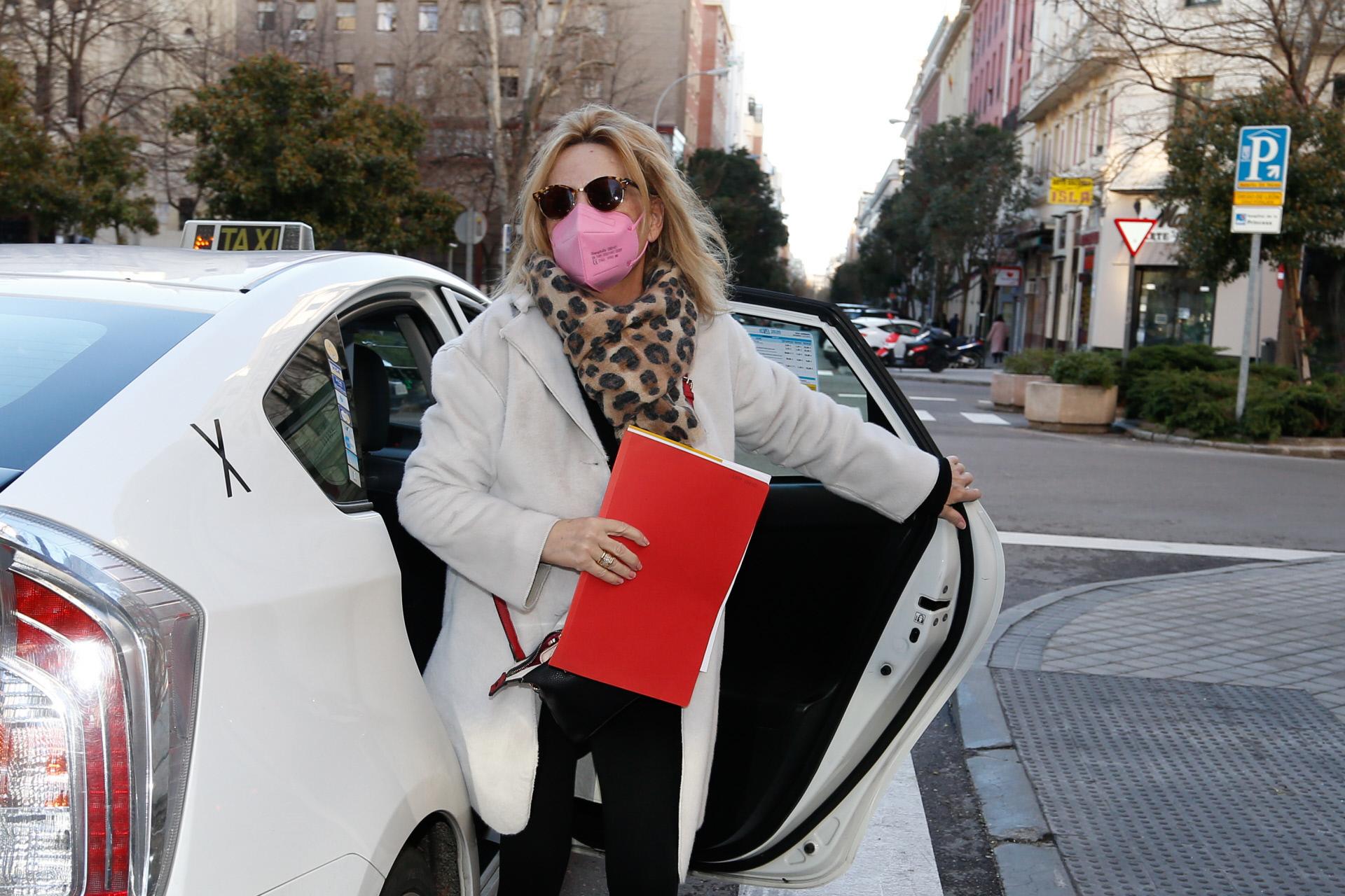 Lydia Lozano a su llegada al hospital.