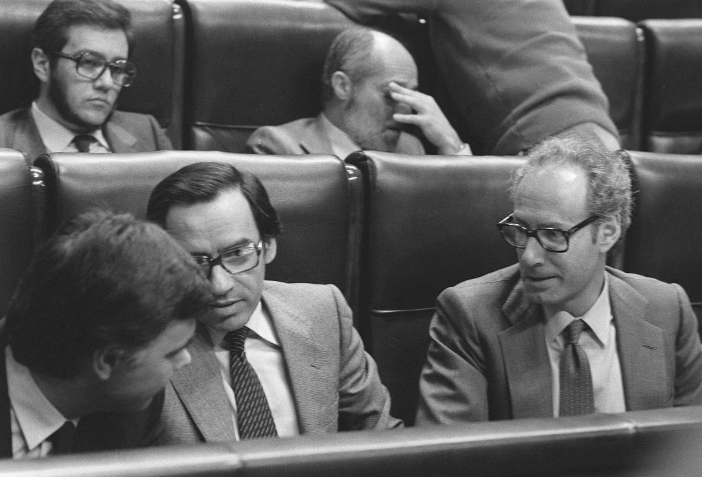 González, Guerra y Boyer, en los años del 'golpe blando' de 1985.
