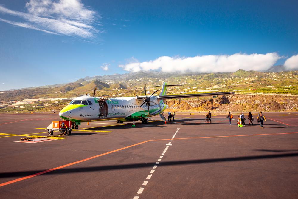 Avión de Binter Canarias en el aeropuerto de La Palma.