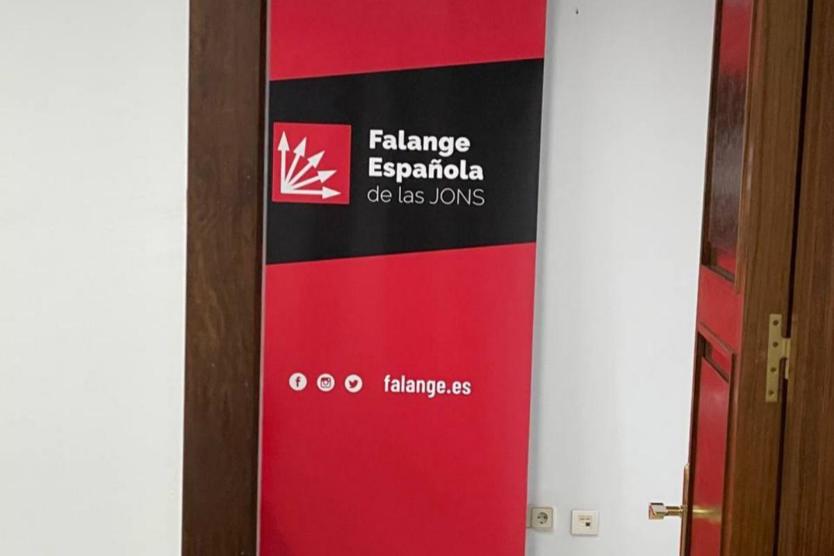 El panel de Falange en el despacho de Luz Belinda Rodríguez.