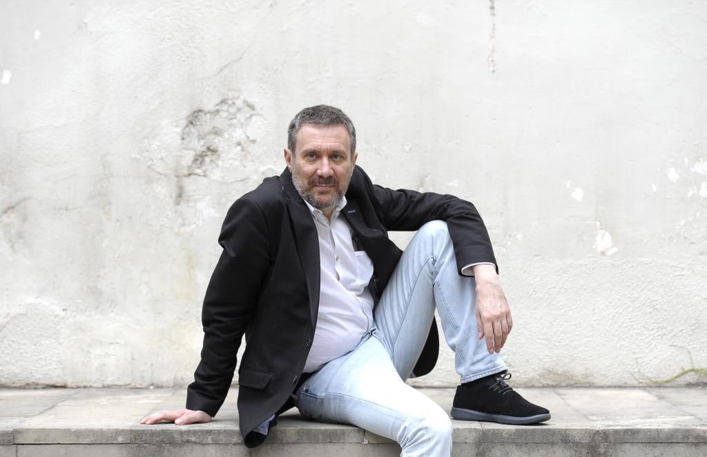 El escritor Luisgé Martín posa para este periódico en Madrid.
