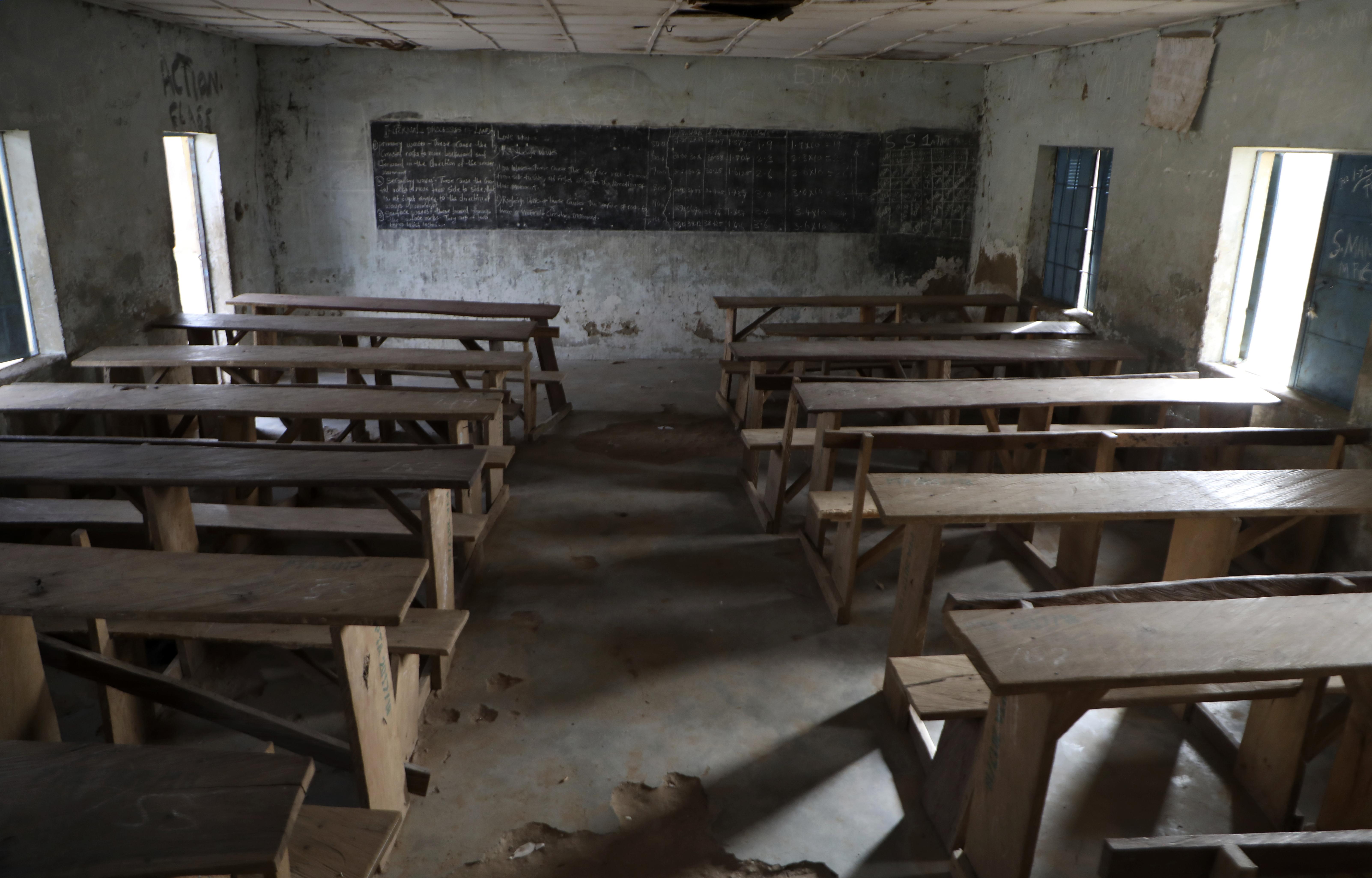 Una aula vacía tras un ataque armado en Kagara, Nigeria.