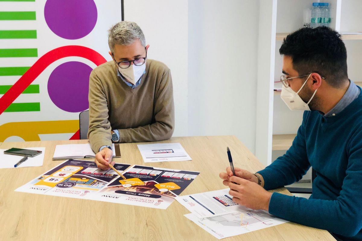 El conseller de Movilidad, Arcadi España, junto al director de la ATMV, Manuel Martínez.