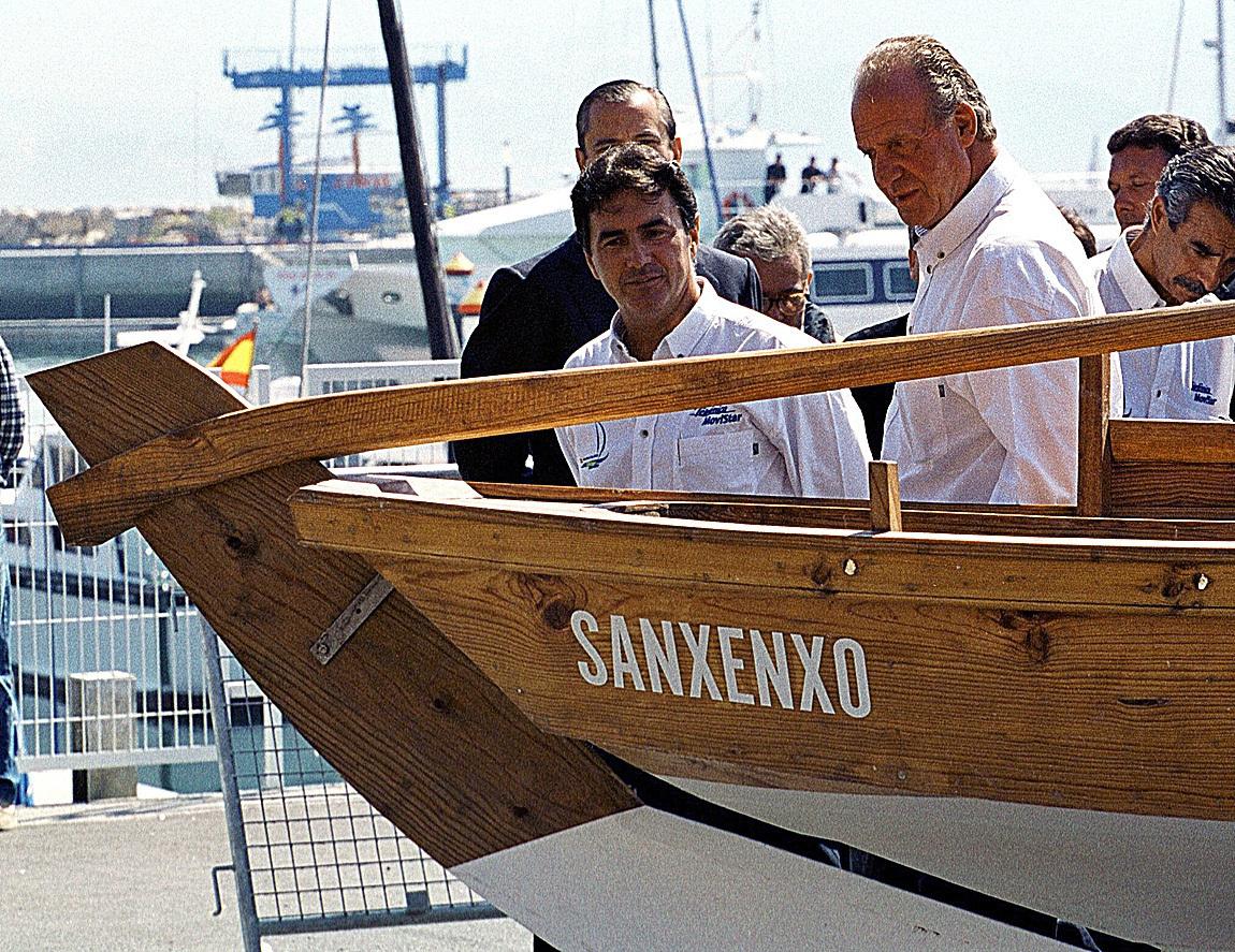 Juan Carlos I en una visita a Sanxenxo durante su reinado en el año 2000