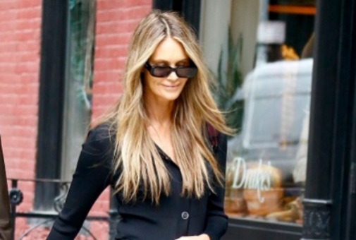 Elle McPherson y sus mechas face framing