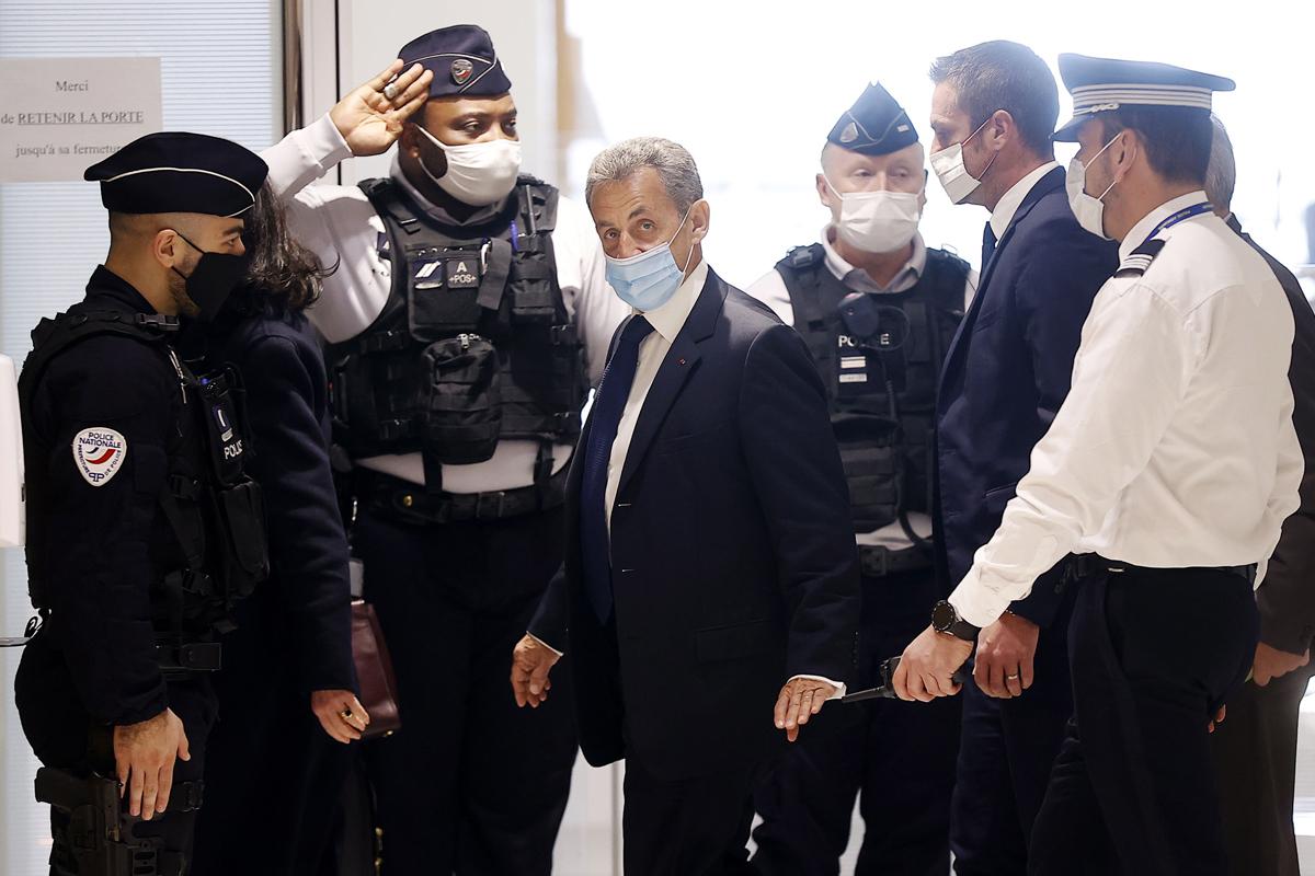 Sarkozy, entrando al tribunal en París