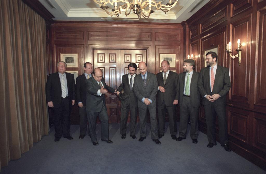 Los firmante de los pactos del Majestic, en abril de 1996.
