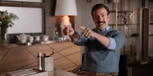 Jason Sudeikis, mejor actor de comedia por Ted Lasso, donde da vida a un entrenador de fútbol con mucha personalidad.