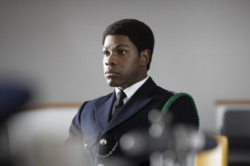 John Boyeda da vida a un policía que quiere cambiar las reglas (racistas) del juego en 'Small Axe'. Le ha valido el premio a mejor actor de reparto.