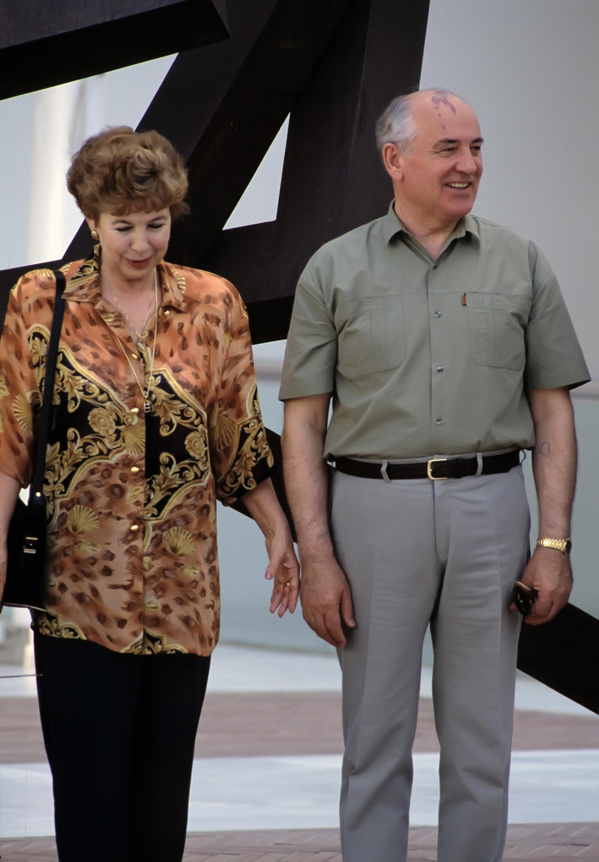 Raisa, esposa de Gorbachov, falleció en 1999 de leucemia.