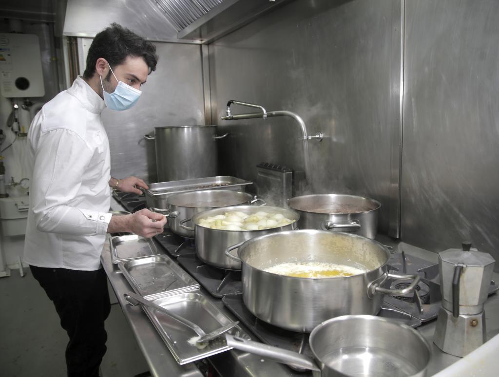 Aranda, en la cocina del restaurante Gaytán, su centro de operaciones.