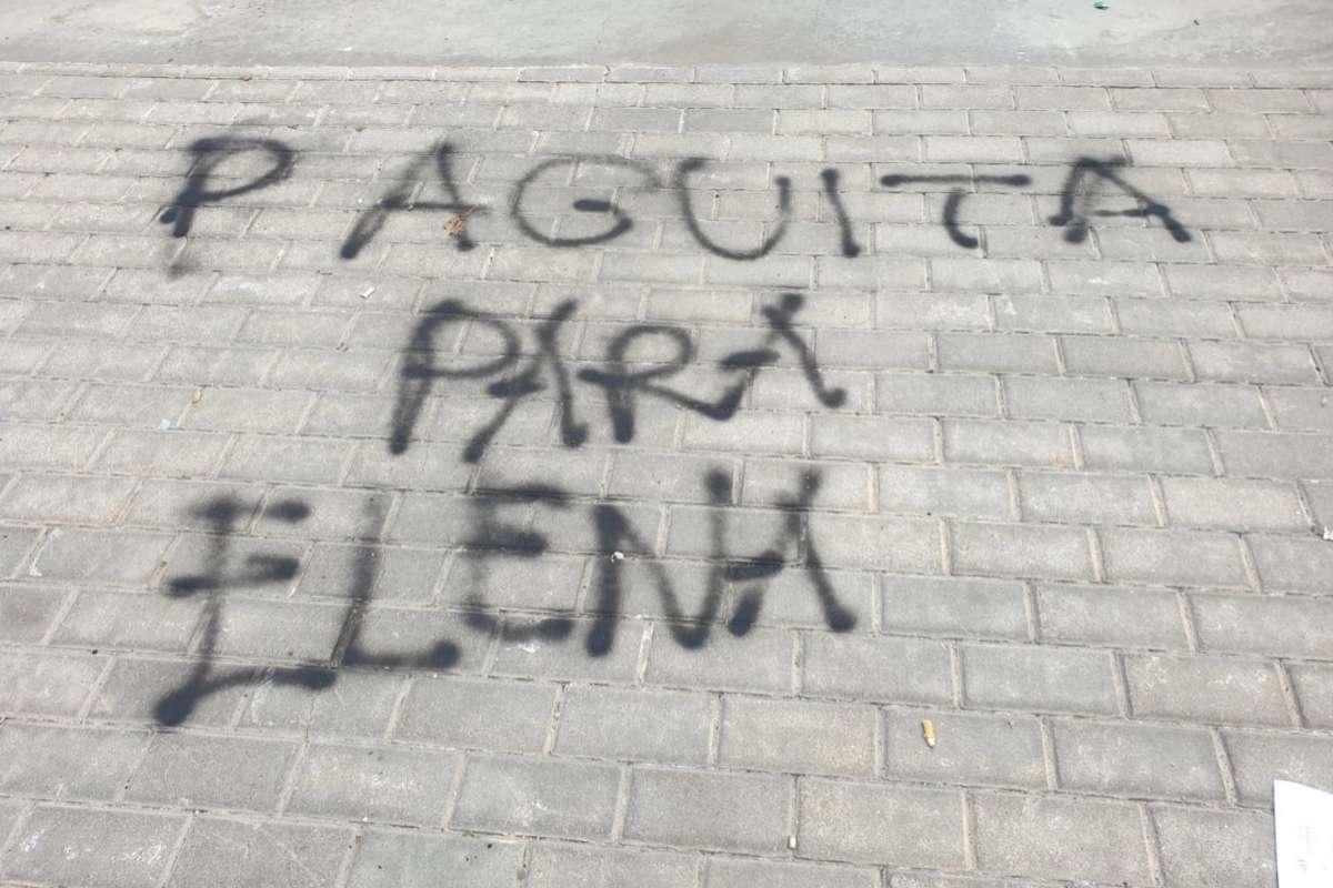 Graffiti próximo al colegio Blas de Lezo, en Las Tabla