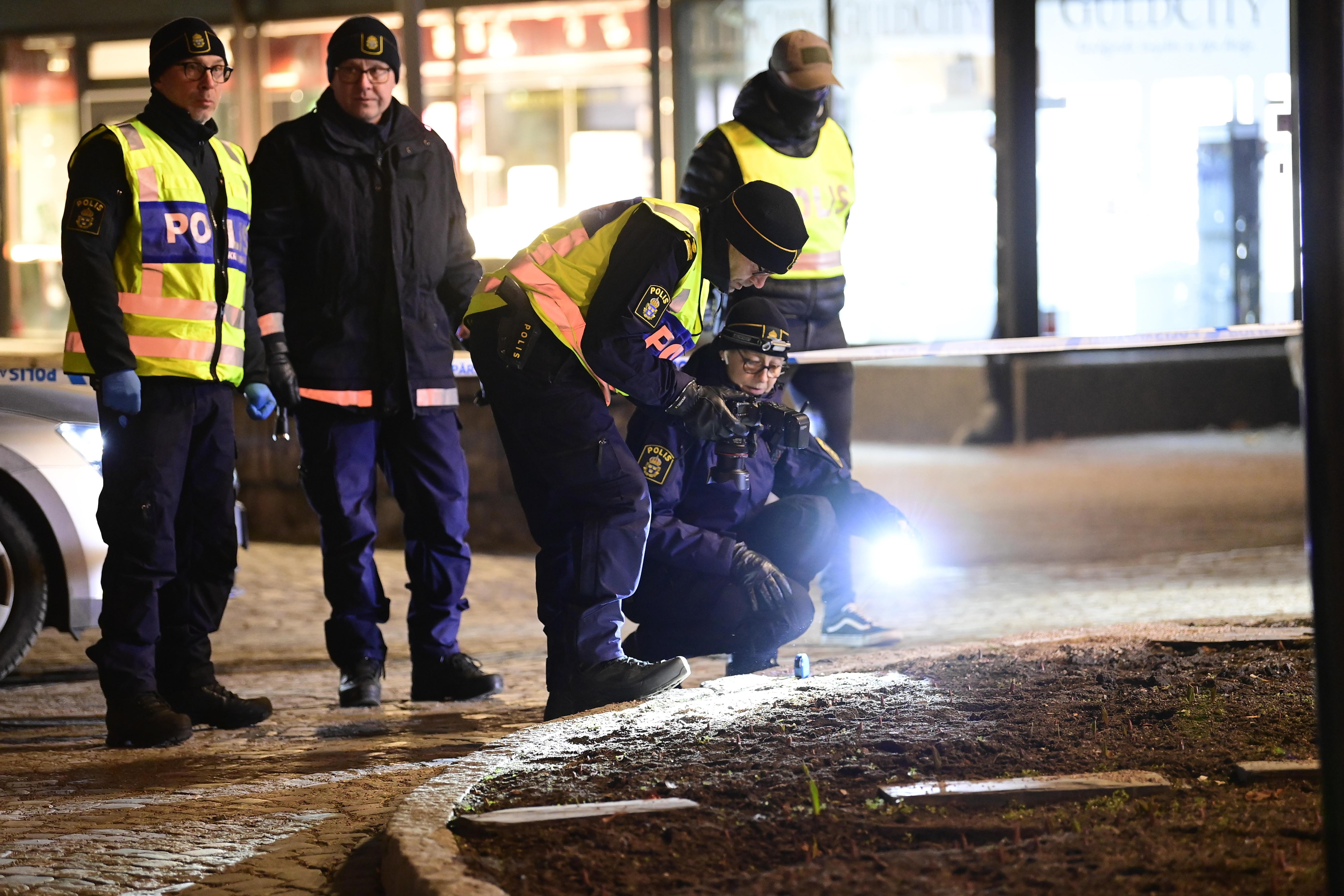La policía investiga el lugar del suceso, en Vetlanda.