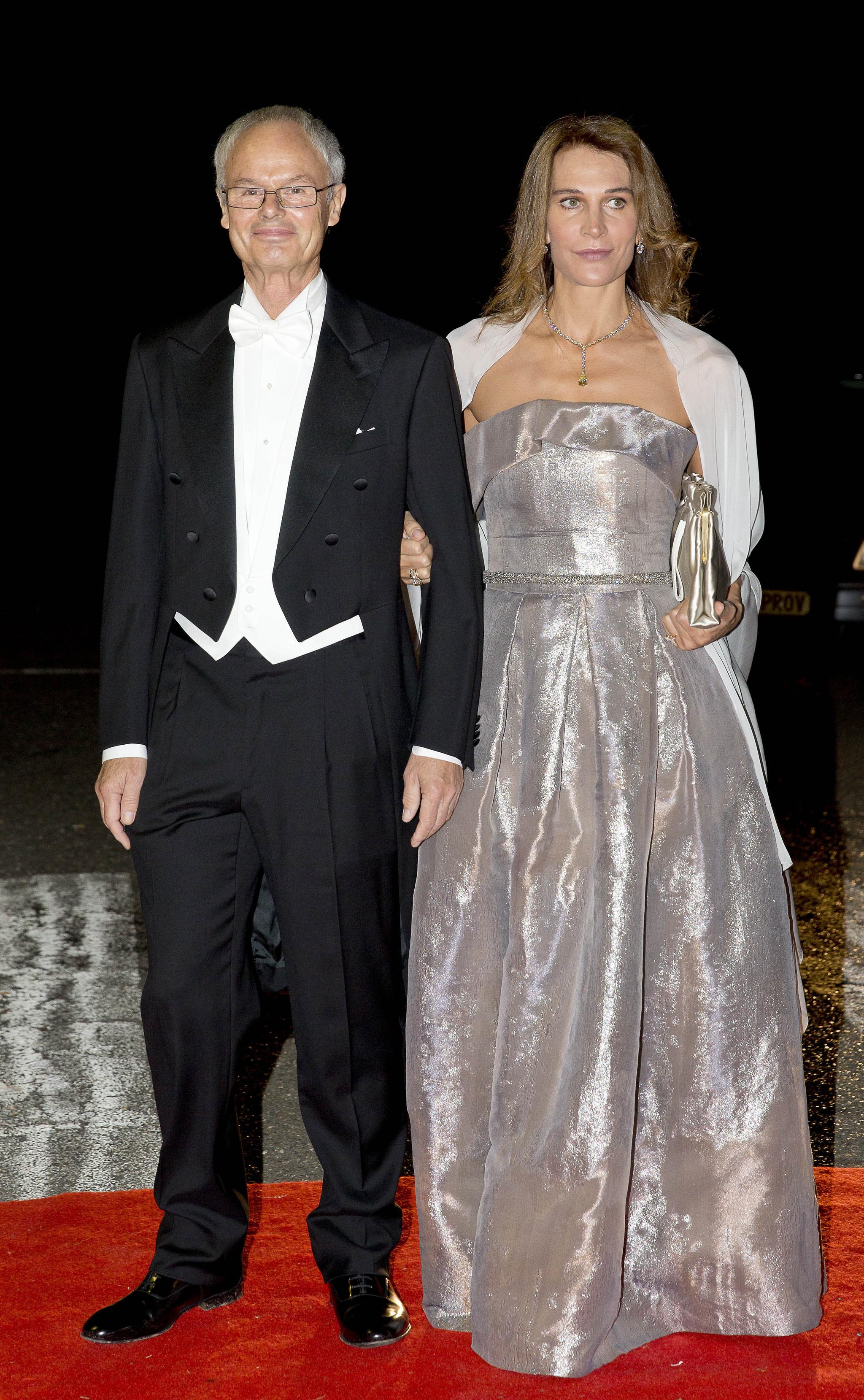 Junto a su segunda esposa