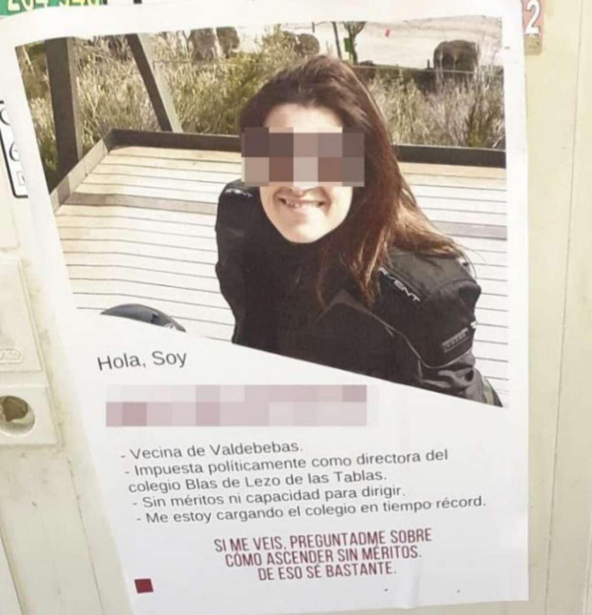 Cartel con la cara de la antigua directora distribuidos por su barrio.