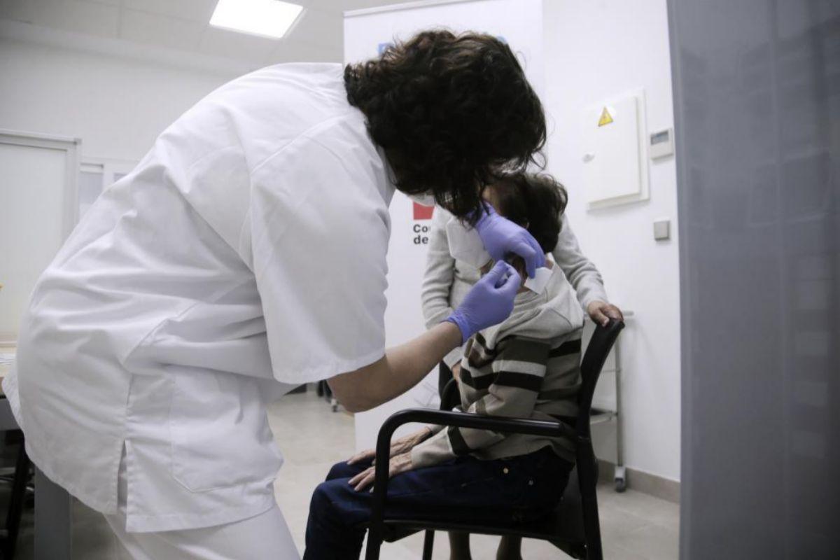 Vacunación en un centro de salud de Madrid.