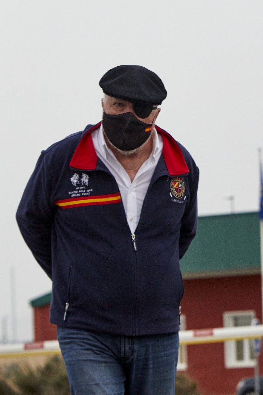 El ex comisario Villarejo, a la salida de la cárcel de Estremera.