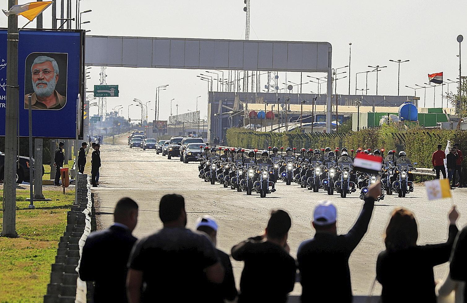 La comitiva del Papa Francisco, recién aterrizado en Irak, en Bagdad.