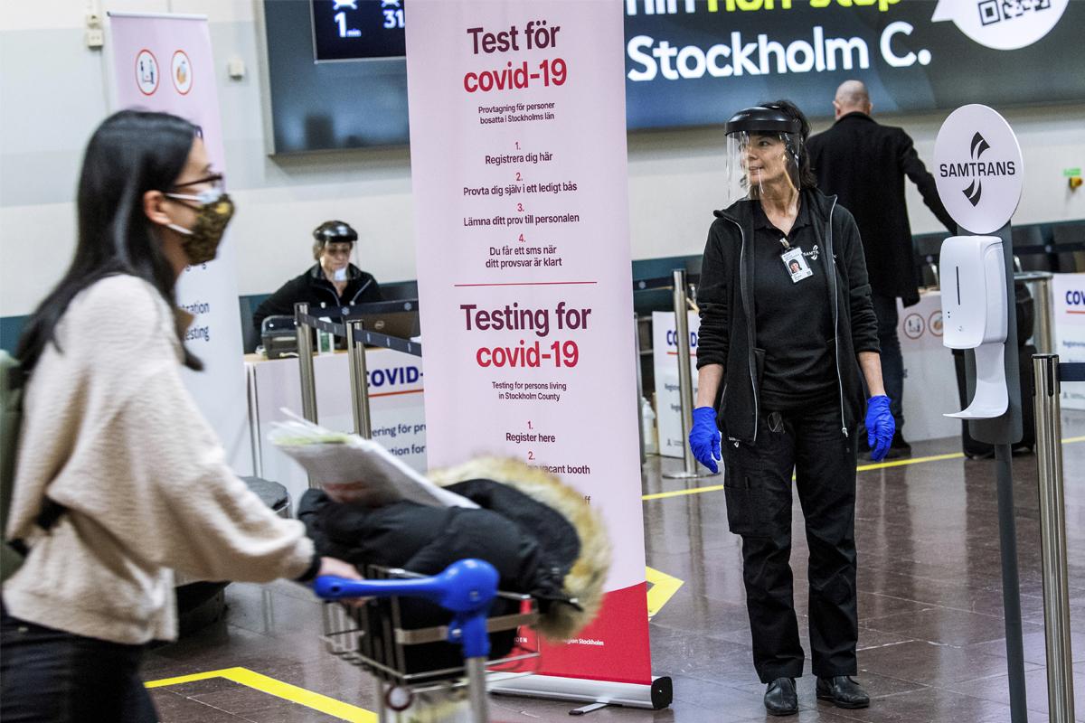 Test de Covid para los pasajeros recién llegados a Arlanda, Suecia.