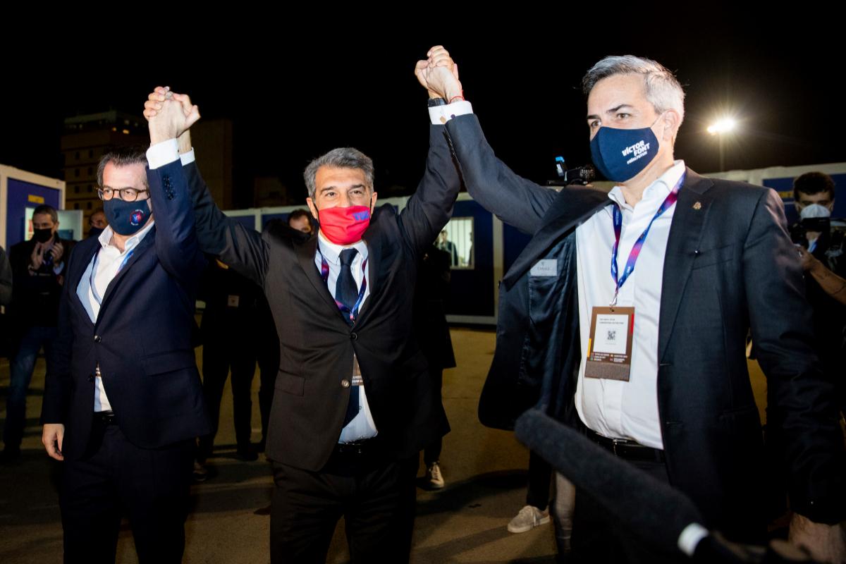 Joan Laporta, con los candidatos Toni Freixa y Víctor Font.